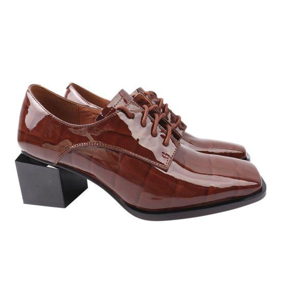 Туфлі жіночі з натуральної лакової шкіри, на великому каблуці, коричневі, Brocoly