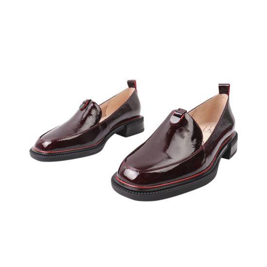Туфлі жіночі з натуральної лакової шкіри, на низькому ходу, бордові, Molka