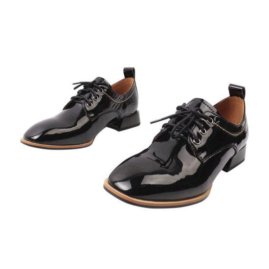 Туфлі жіночі з натуральної лакової шкіри, на низькому ходу, на шнурівці, чорні, Brocoly