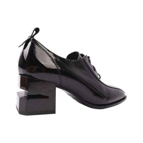 Туфлі жіночі з натуральної лакової шкіри, на підборах, чорні, Berkonty