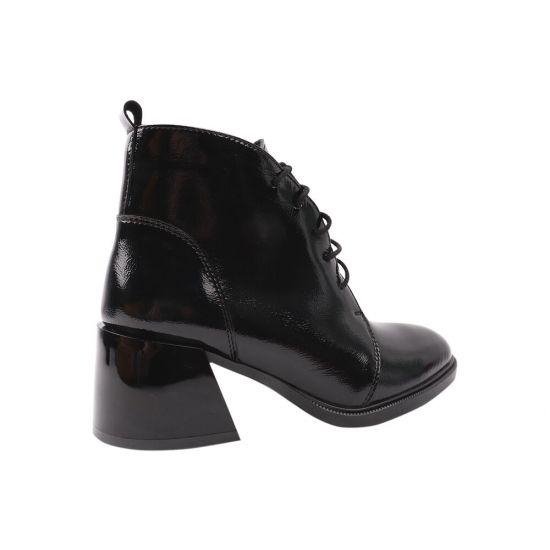 Ботильйони жіночі з натуральної лакової шкіри, на великому каблуці, на шнурівці, чорні, R & Y