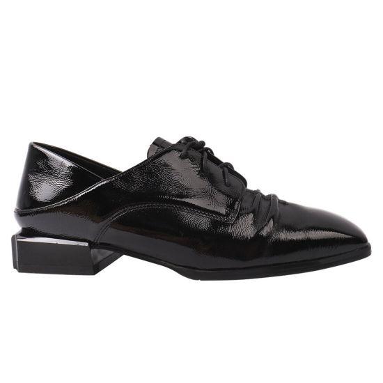 Туфлі жіночі з натуральної лакової шкіри, на низькому ходу, чорні, Berkonty